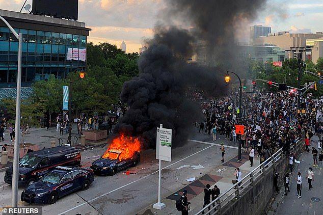28995142-0-Atlanta_Police_cruisers_were_set_on_fire_as_hundreds_of_proteste-a-33_1590815020743.jpg