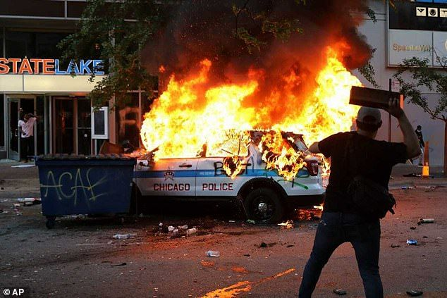 29027326-8373657-Chicago_A_Chicago_police_vehicle_is_set_on_fire_during_violent_p-a-14_1590914...jpg