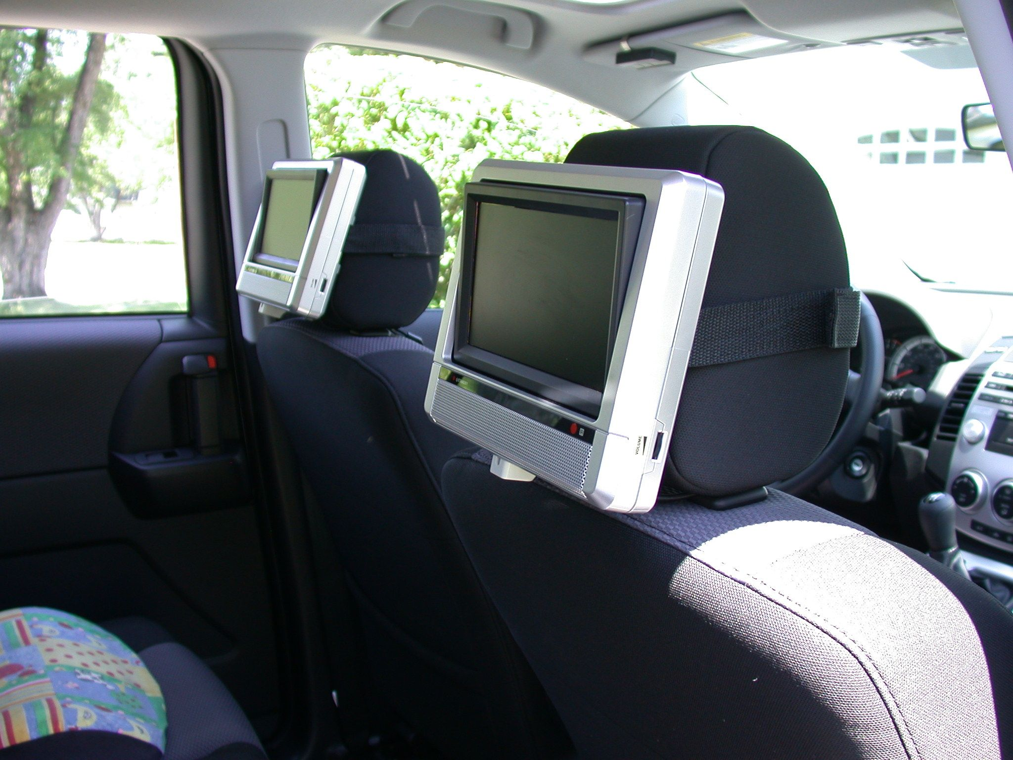 Headrest Monitors Dvd Players Mpvclub View Topic 2004 Mazda Mpv Stereo Audio Wiring Kb 334 Views